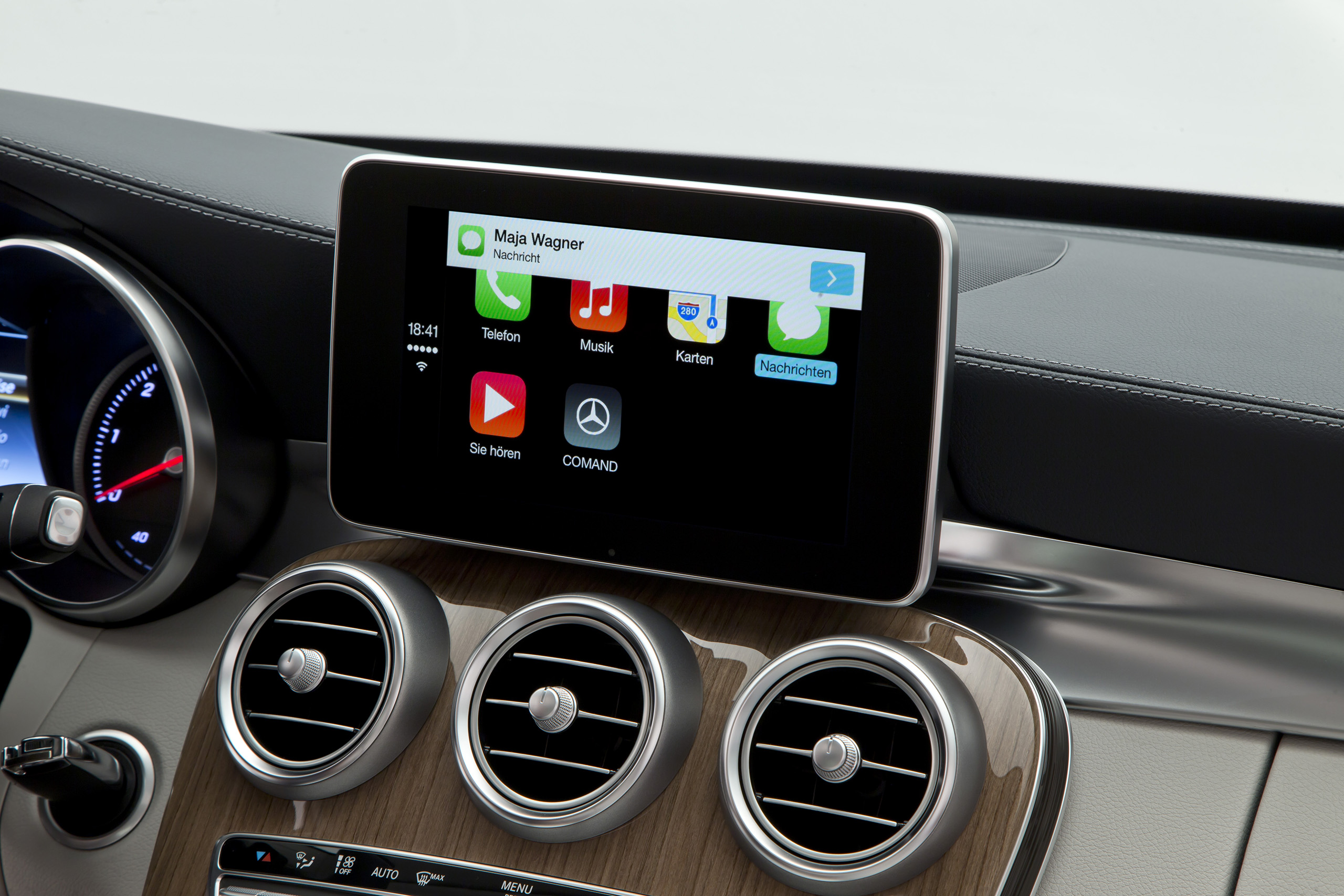 apple-carplay-mercedes-2.jpg