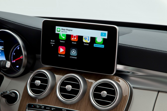 apple-carplay-mercedes-2.jpg