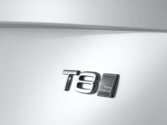 147937_The_all_new_Volvo_XC90_Twin_Engine_T8_badge.jpg