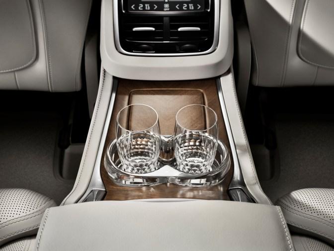 179524_Volvo_XC90_Excellence_interior.jpg