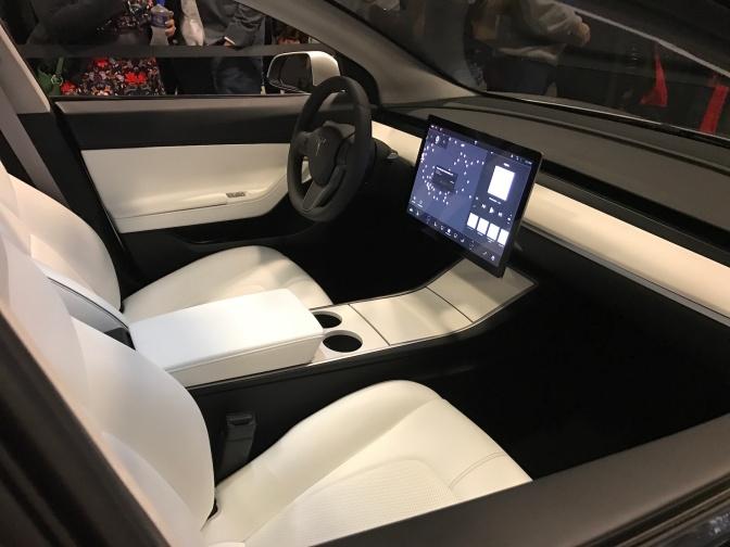 Silver-Tesla-Model-3-interior-cupholder-touchscreen.jpg